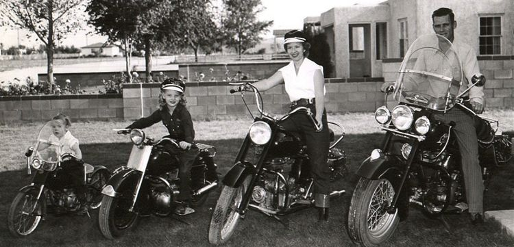 motorcycle family photo  The sweetest family biker photo from the 1950s! | couples ...