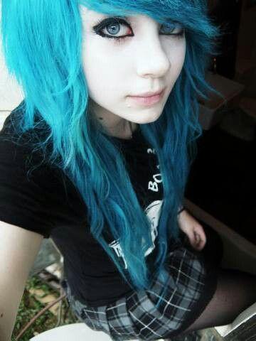 Photo of Pelo rizado azul :) (También me gusta la falda a cuadros)
