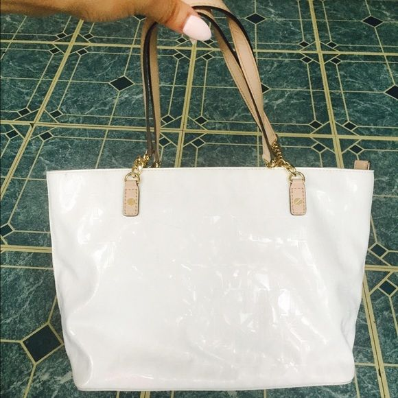 Michael khors white & gold tote  Lightly used Michael khors white and gold tote.  Small smudge on one side. Can be removed/cleaned. Make an offer. 100% authentic. Michael Kors Bags Totes