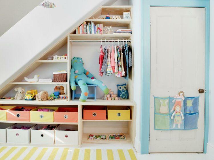 Aufbewahrung Spielzeug Wandnische Dachschrage Offen Regal Kleiderschrank Gestaltung Kleiner Raume Mobel Fur Kleine Raume Kleiner Raum Schlafzimmer