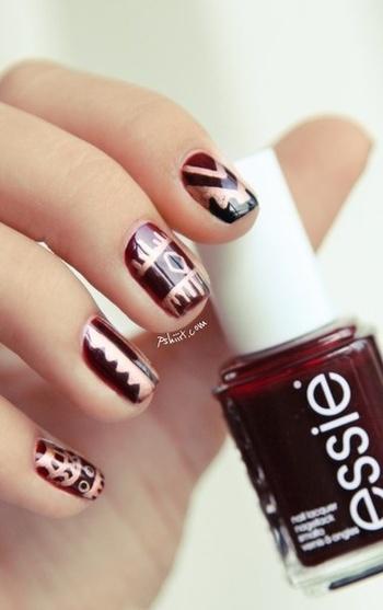 Love this gorgeous nail art! So chic!