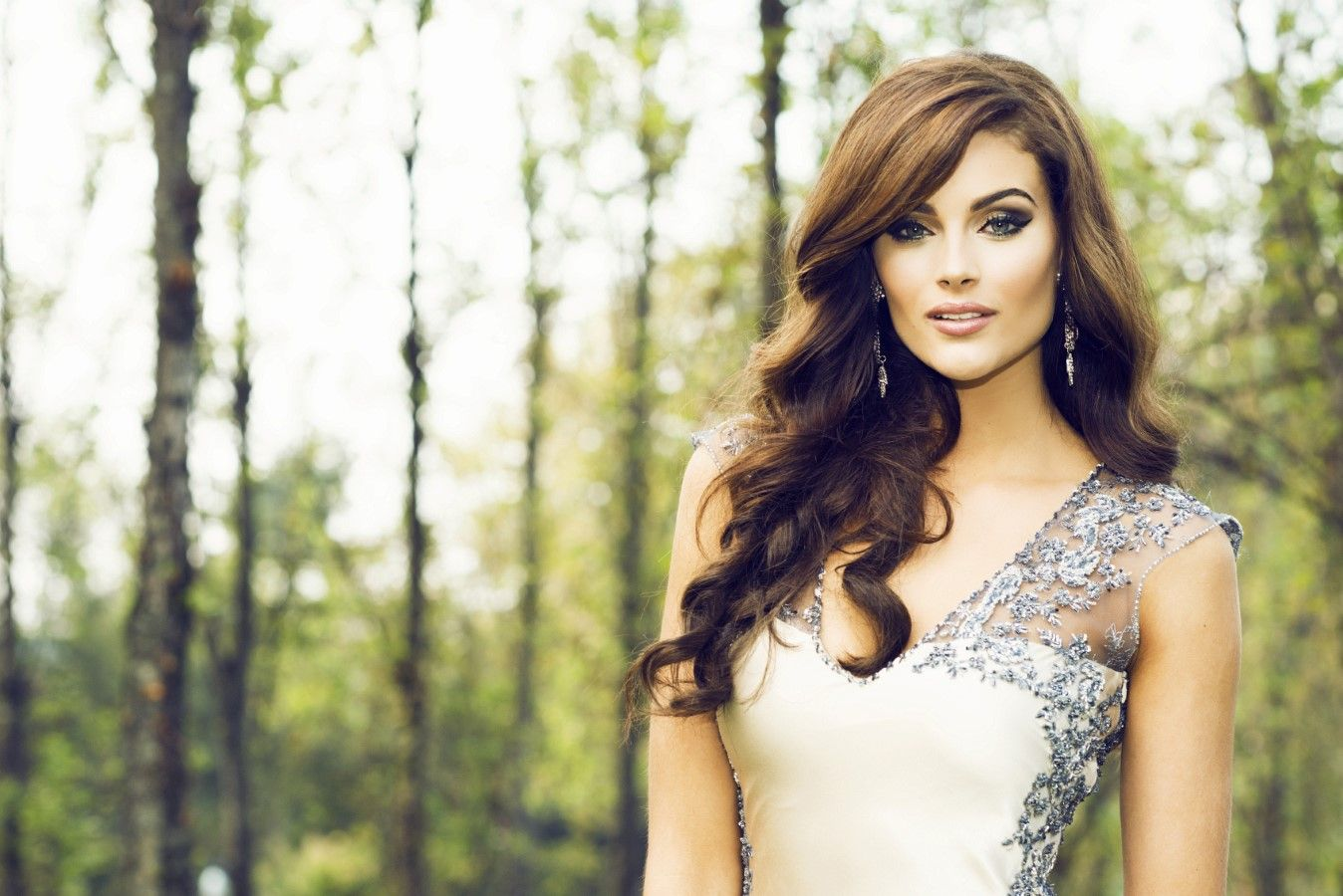 Rolene Strauss, TV Host, Model And Miss World 2014 - http://africanluxurymag.com/rolene-strauss-tv-host-model-and-miss-world-2014/
