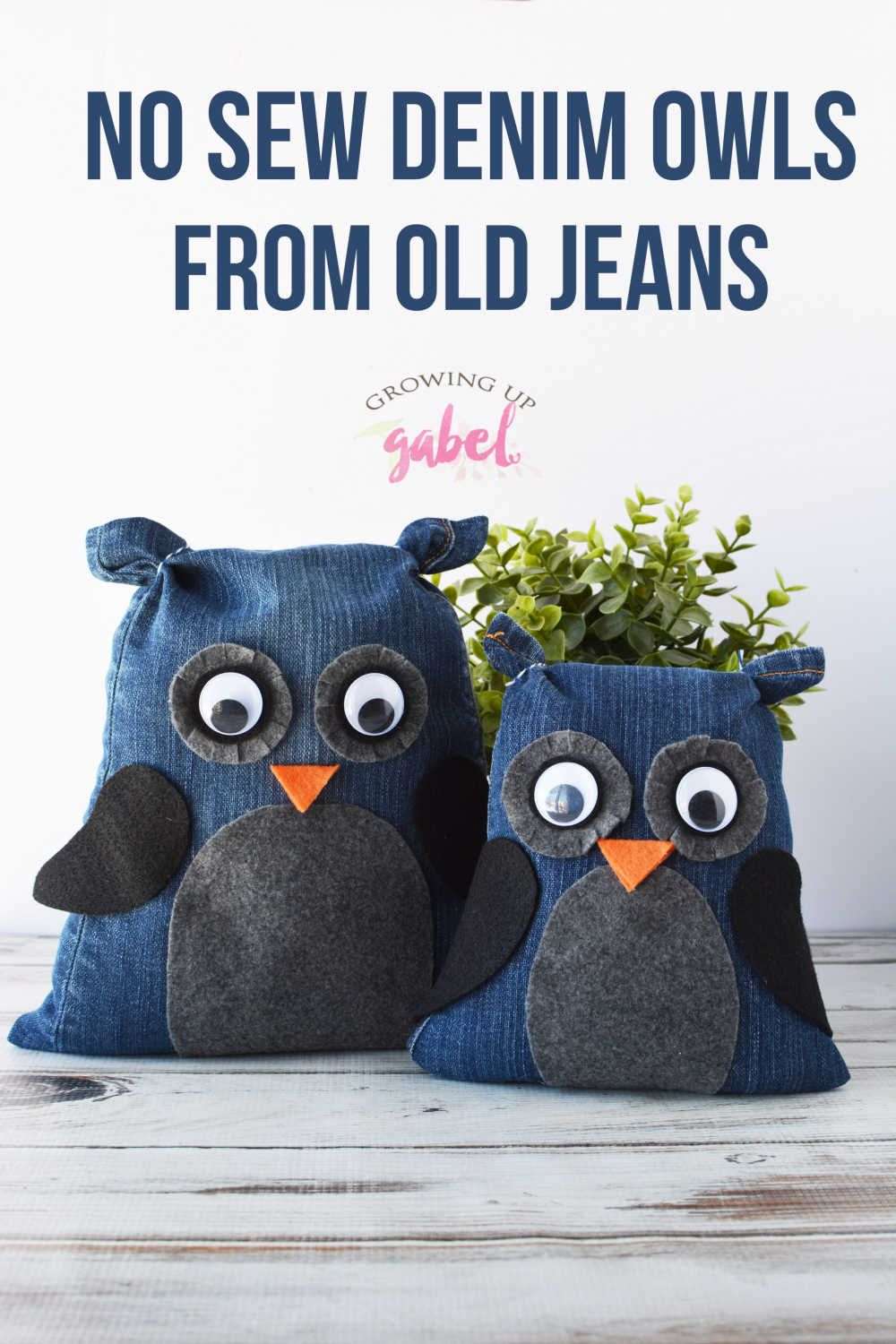 Make your own stuffed animal owls with an old pair of jeans. This easy no sew craft is a great recycled craft idea. Easy to make with kids! #upycyle #nosewcraft #nosew #oldjeans #craftideas #recycledcrafts