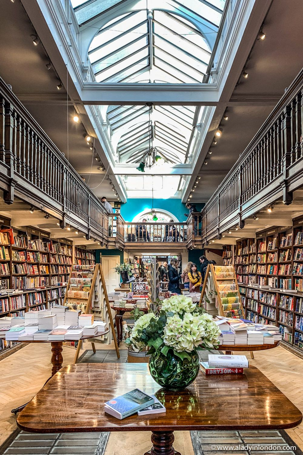 Daunt Books in Marylebone is one of the best bookshops in London. This old bookshop in London has great bookstore design and historic bookshop aesthetic in its interior. Daunt Books in London is a great place for book lovers. #bookshop #bookstore #dauntbooks #marylebone #london #shop #shopinteriors #interior #interiordesign #books