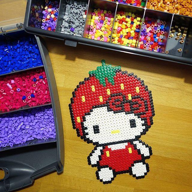 Strawberry Hello Kitty hama beads by selandrian