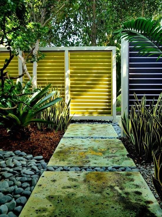 Gartenzaun Sichtschutz Vorgarten Gehweg Steinplatten Kies Pflanzen