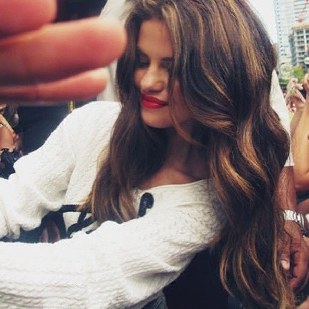 Loose Curls Red Lip Dark Hair Pinterest Hair Styles Selena Gomez Hair And Long Hair Styles