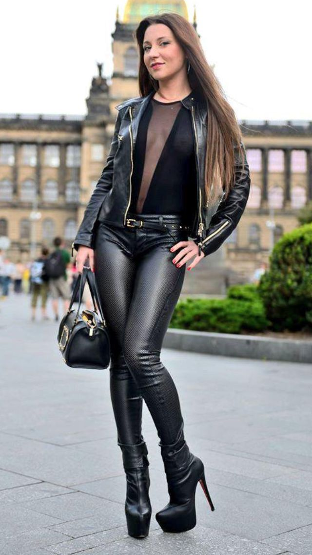 Sexy leather legging babes — pic 12