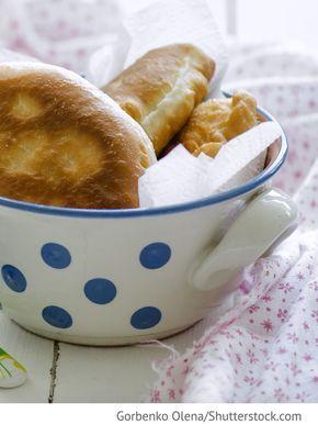 Gebratene Teigtaschen aus Kefir Piroschki na kefire - пирожки на кефире - Russische Rezepte