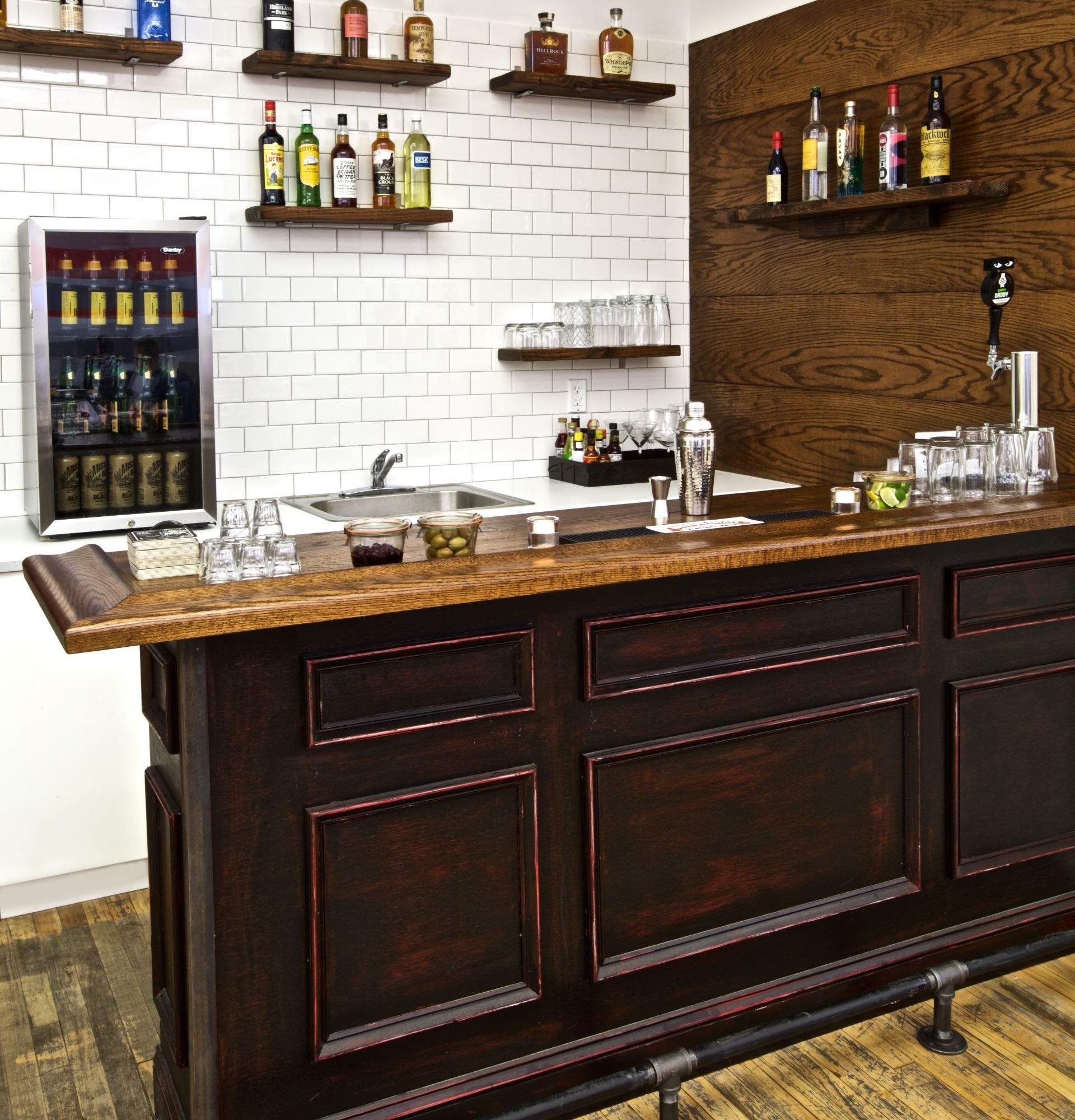 How To Build A Home Bar: A Step By Step Guide