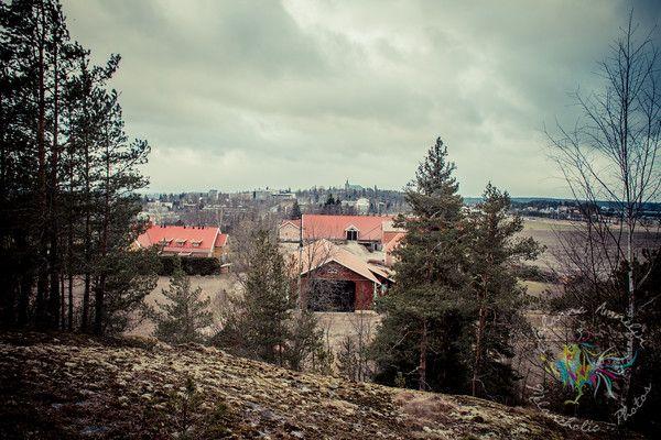 HAKASTARON MUINAISLINNA Hakastaron Linnavuori on Tammisaareen menevän tien varrella, heti Salon Suolahuoneen jälkeen vasemmalla, juuri ennen suurta Toravuorta. http://www.naejakoe.fi/luontojaulkoilu/hakastaron-muinaislinna/