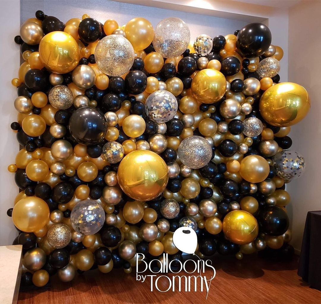 Balloons By Tommy On Instagram Black And Gold Deluxe Organic Balloon Wall With Confetti And In 2020 Black And Gold Party Decorations Black And Gold Balloons Balloons