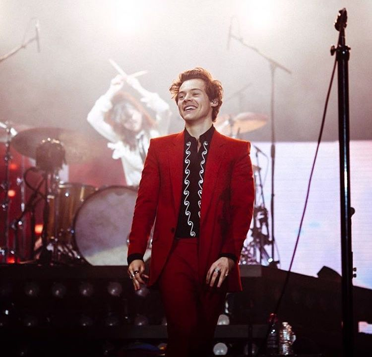 Suit Harry Style 24 03 18 Oberhausen Givenchy Harry Styles Live Harry Styles Photos Harry Styles Pictures