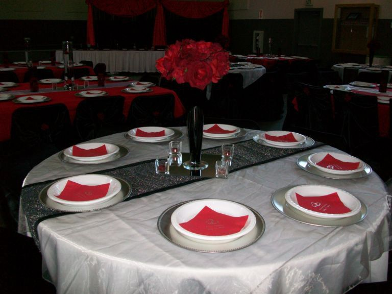 Incredible White Tablecloth With An Organza Black Runner And Red Interior Design Ideas Oxytryabchikinfo