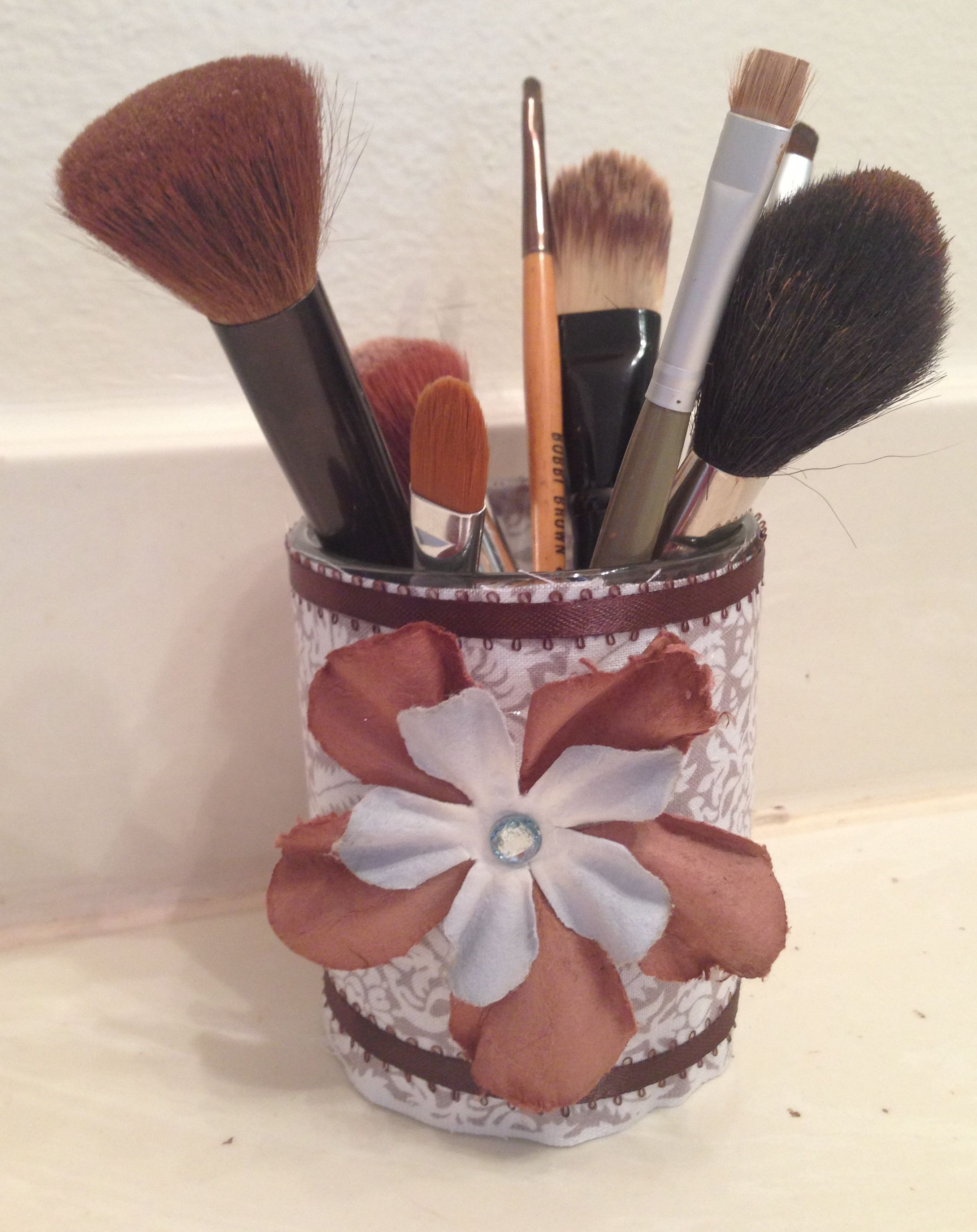 MY DIY project makeup brush holder. Materialrecycled