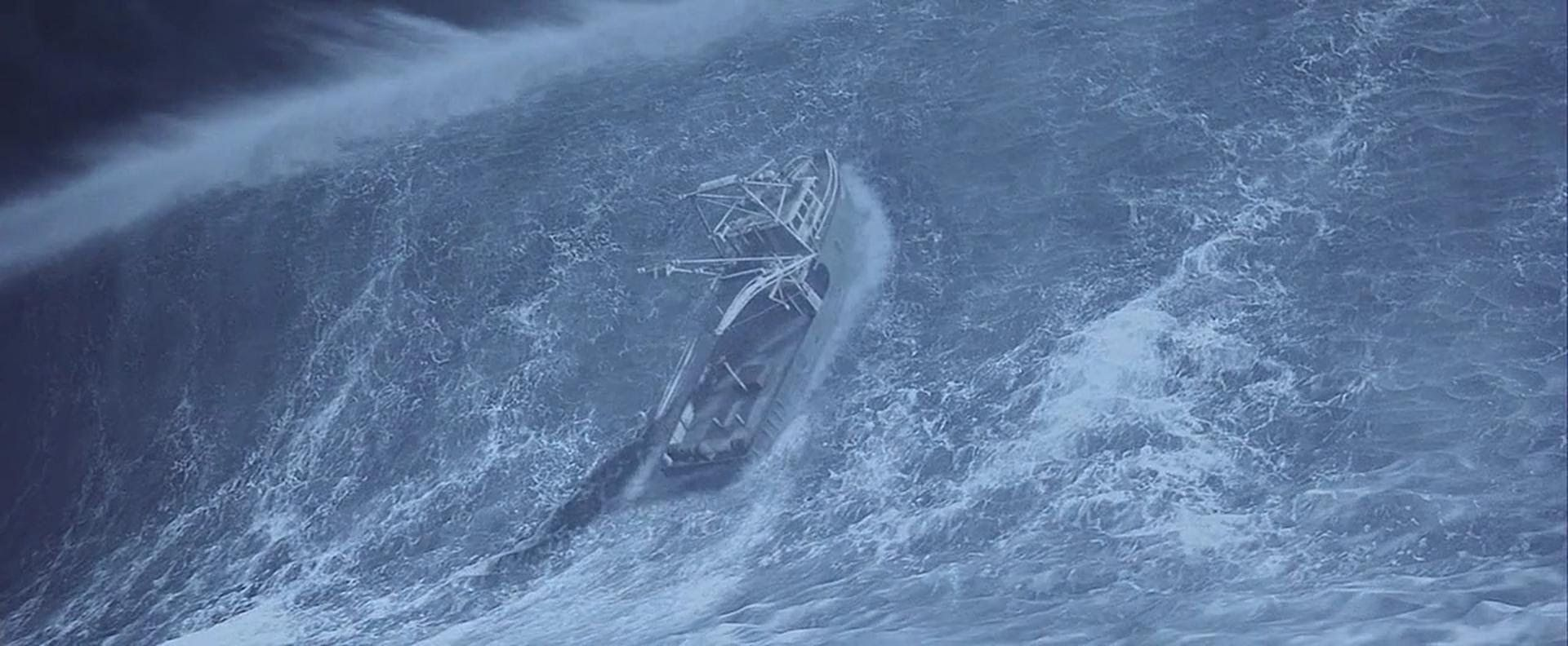 корабль тонет гифка появилась