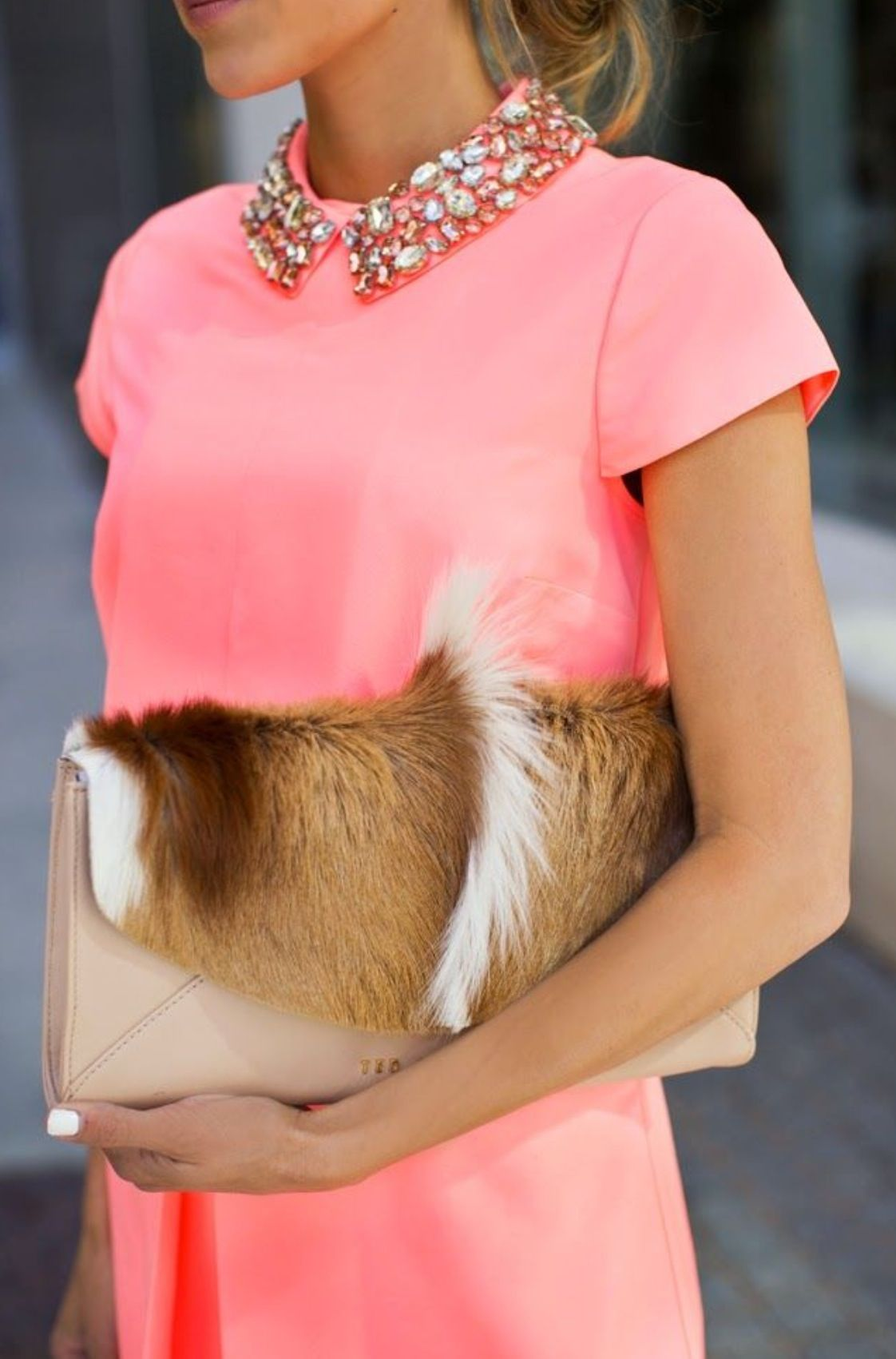 Love the top/dress, if that's a real fur purse I don't approve!