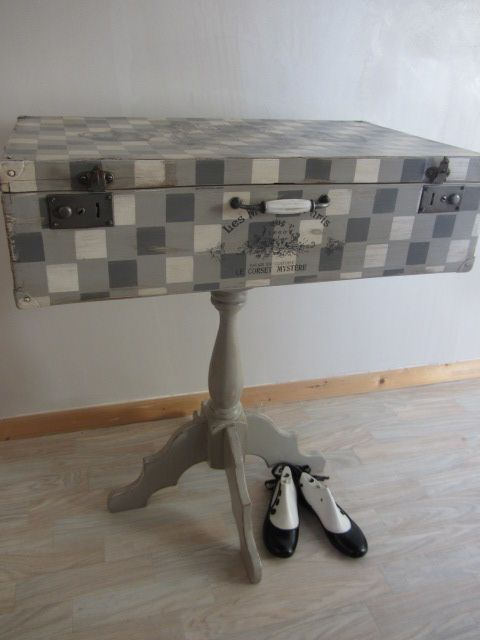 Ancienne valise relookée meuble de rangement Valise vintage