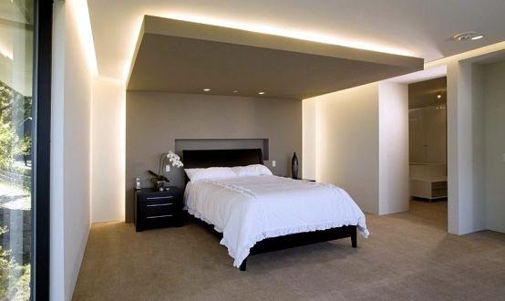 modernes schlafzimmer mit lichtgestaltung durch indirekte