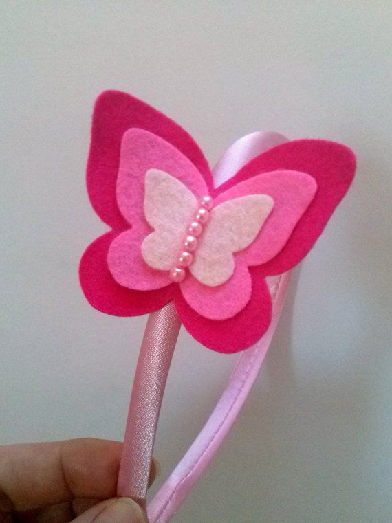 Artículos similares a Butterfly headband - magenta pink felt butterfly / wool blend felt cute hair accessories for girls en Etsy #babyhairaccessories