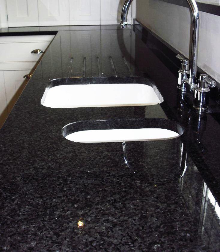 black pearl granit ist fr den innen und auenbereich sehr gut geeignet - Kchen Mit Weien Schrnken Und Arbeitsplatten Aus Granit