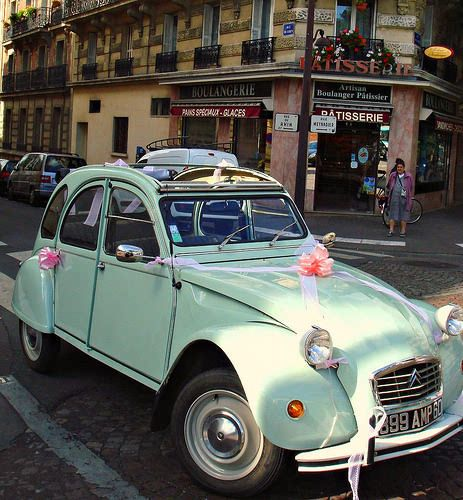 French Traditionnal Bride S Car The Famous Deudeuche Getting