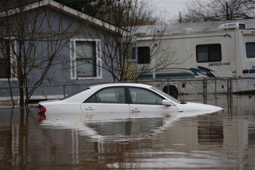 Tormenta descarga lluvias en el Sur y provoca inundaciones - http://a.tunx.co/Fg8y2