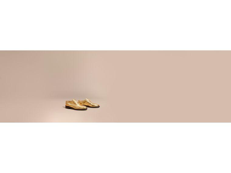 BURBERRY 메탈릭 가죽 윙팁 브로그. #burberry #shoes #