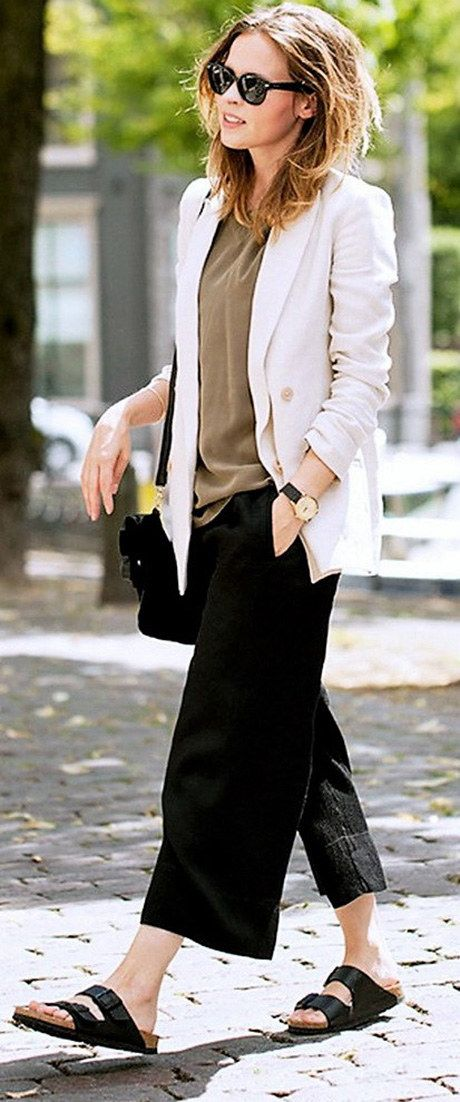 6.Well, this one looks baggy and slouchy. And still this boyfriend's look is cool and trendy. | Community Post: 6 Style Tips On How To Wear A White Blazer Playsuit