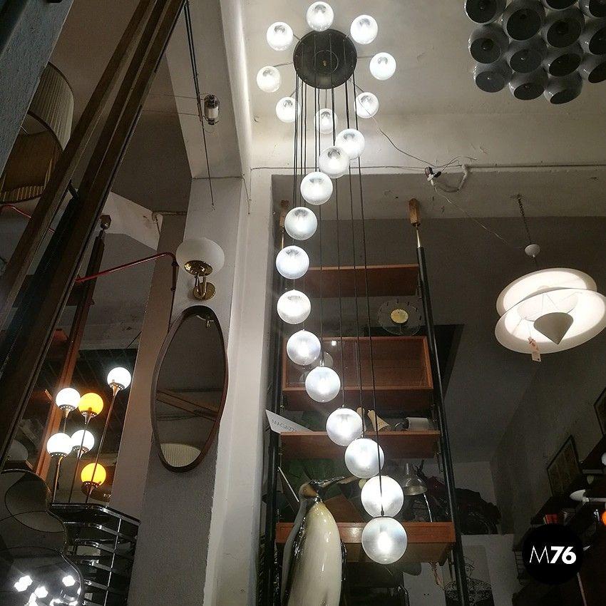 Lampadario anni 70, 20 luci, in metallo cromato e vetro