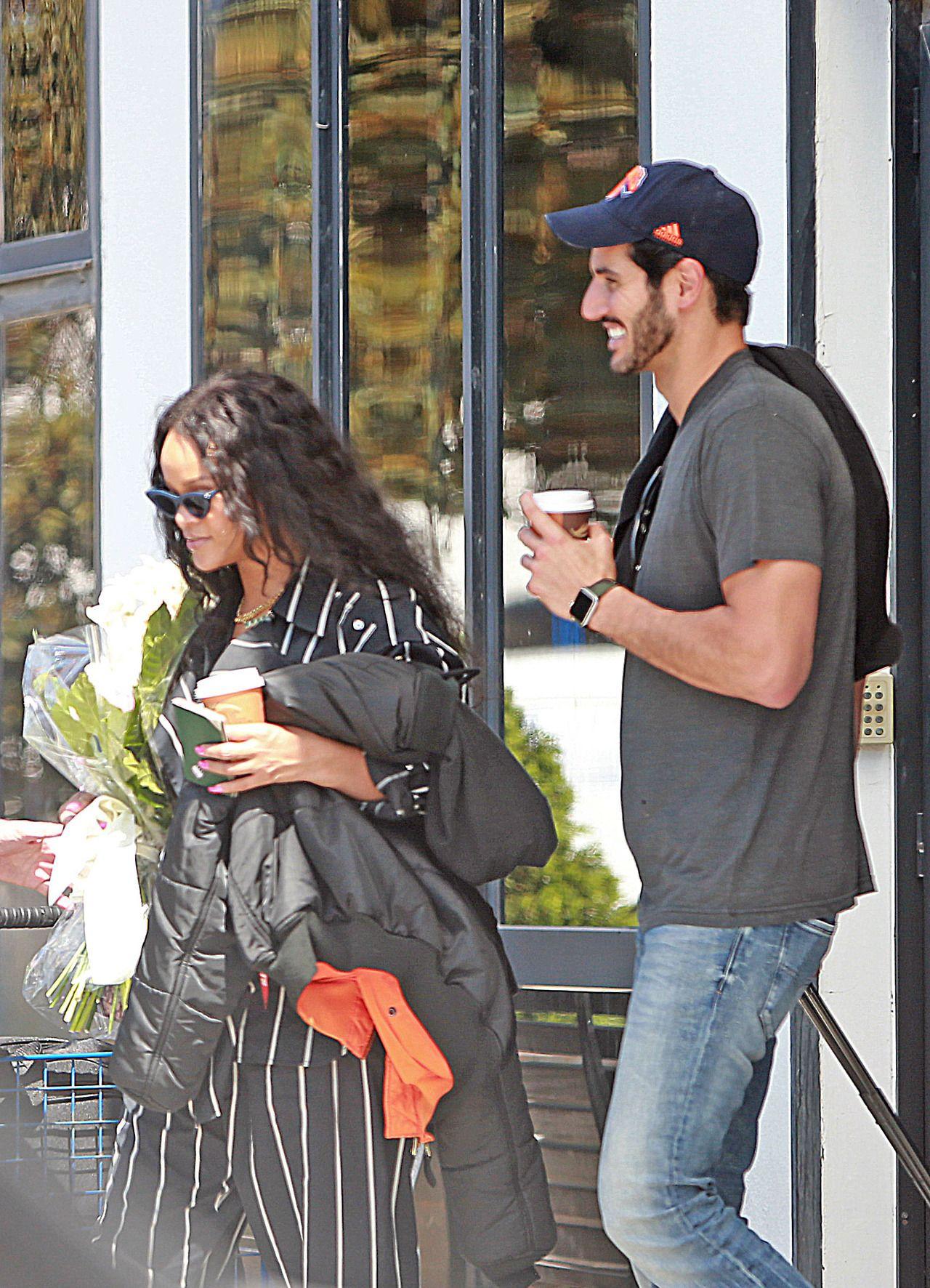 Rihanna caught hot kisses with an Arab millionaire