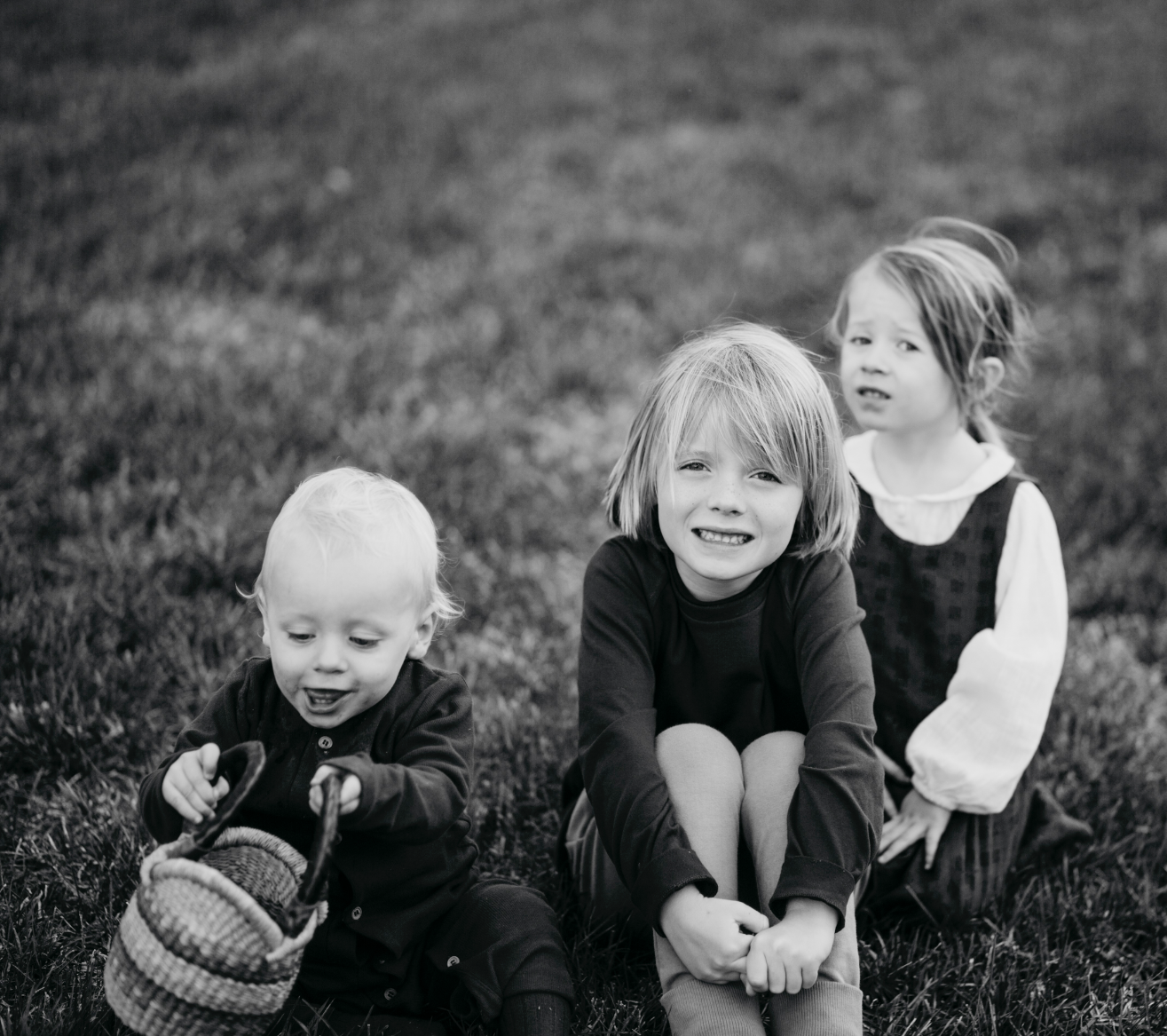 Three little munchkins. All adorably cute.  Love family photoshoots especially when I get to have fun with cuties like these 😍     . . . . . .   #makeportraits #postmoreportraits #postthepeople #portraitisreligion #livefolk #liveauthentic #lookslikefilm #photographysouls #photographyislifee #wanderlust #L0tsabraids #vscogood_ #vscogoodshot #tangledinfilm #thatsdarling #thecoolmagazine #quietthechaos