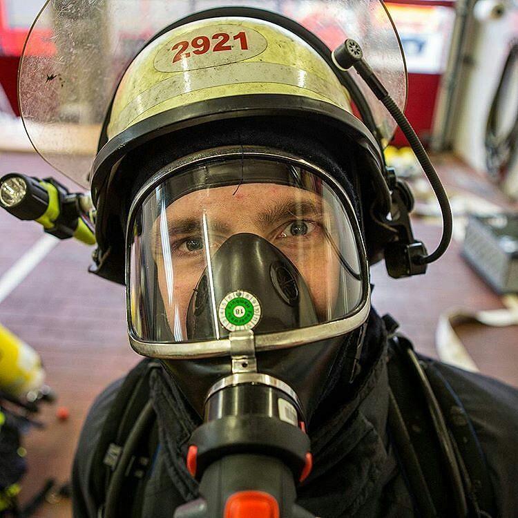 Featured Post Domi2921 Heute Stand Atemschutz Notfall Training Auf Dem Dienstplan Der Spass Darf Aber Bei Solch Ernsten T Feuerwehr Feuerwehrmann Atemschutz