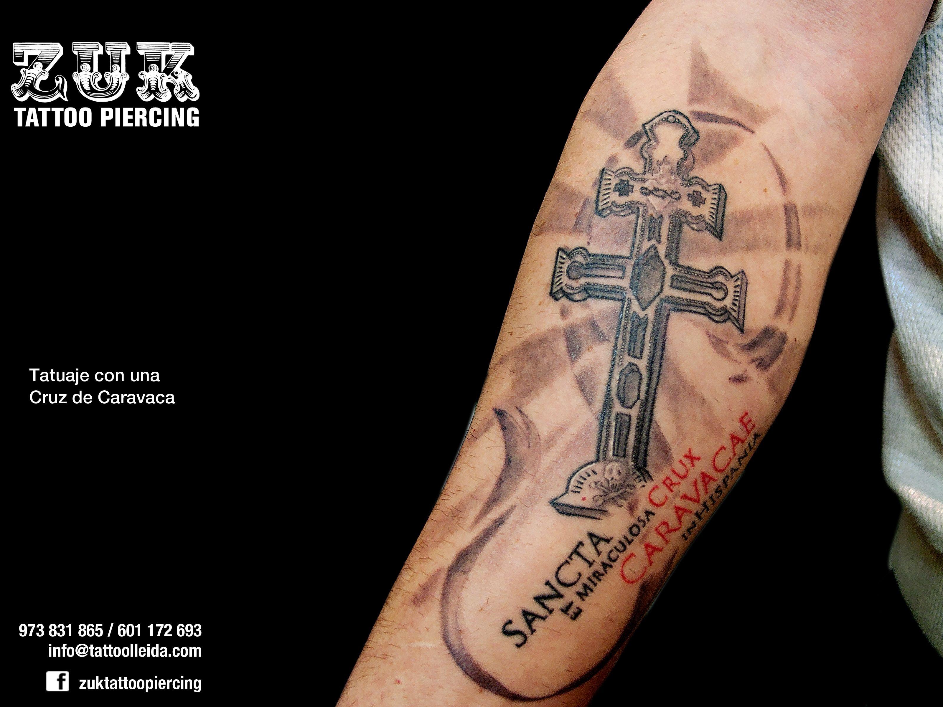 Tatuaje con una Cruz de Caravaca. | Simbolos para tatuajes, Tatuaje de  cruz, Cruz caravaca