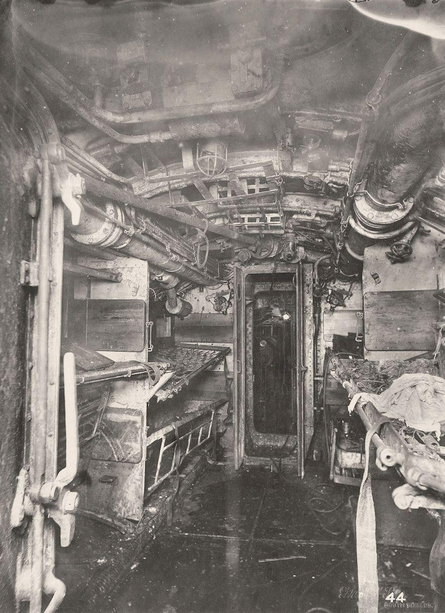 photos from inside a captured first world war german u. Black Bedroom Furniture Sets. Home Design Ideas