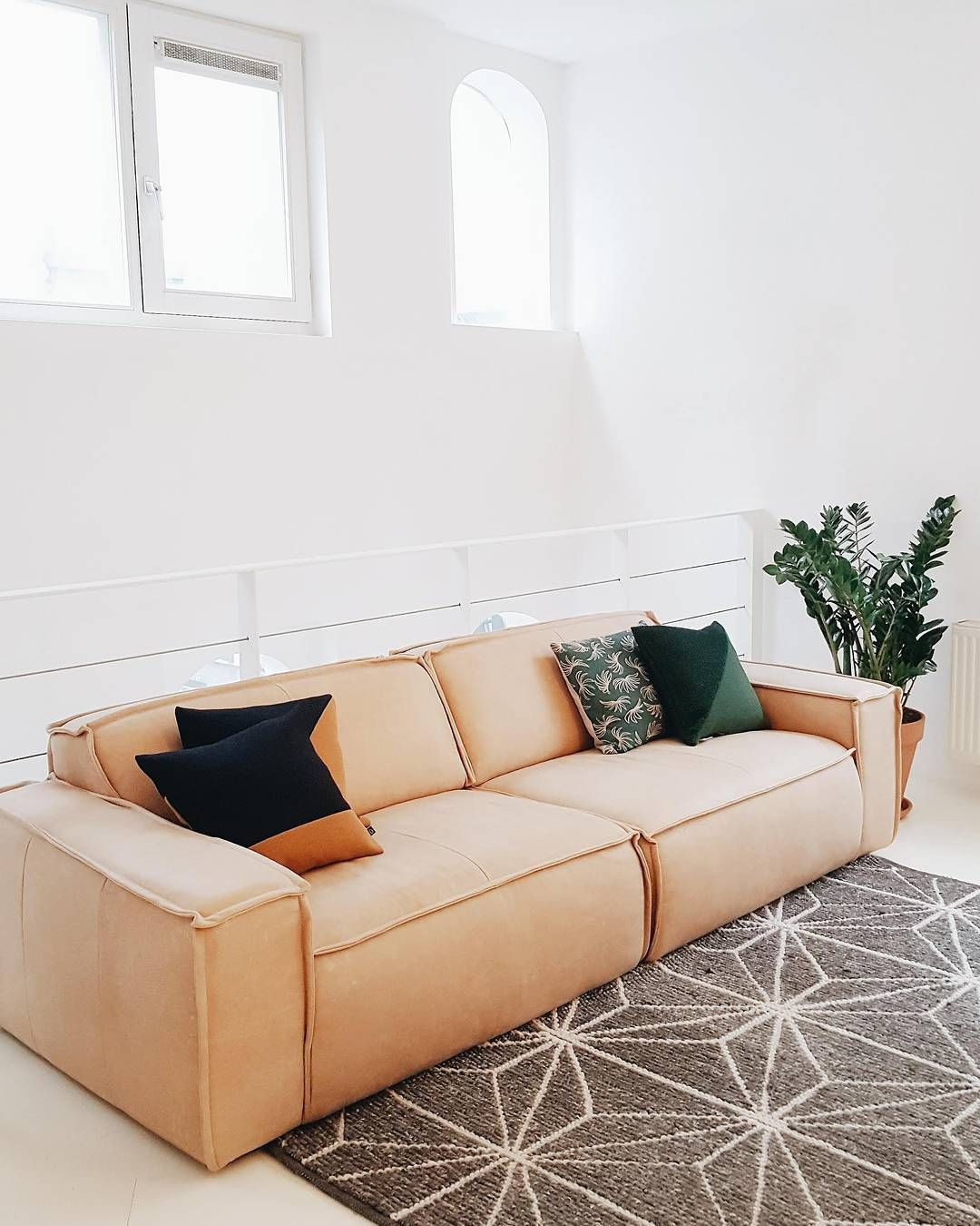 321 Vind Ik Leuks 14 Reacties Festamsterdam Op Instagram This Pretty Leather Edge Sofa Will Be Available On Next Week S Sample Sal Sofa Leather Sofa Room