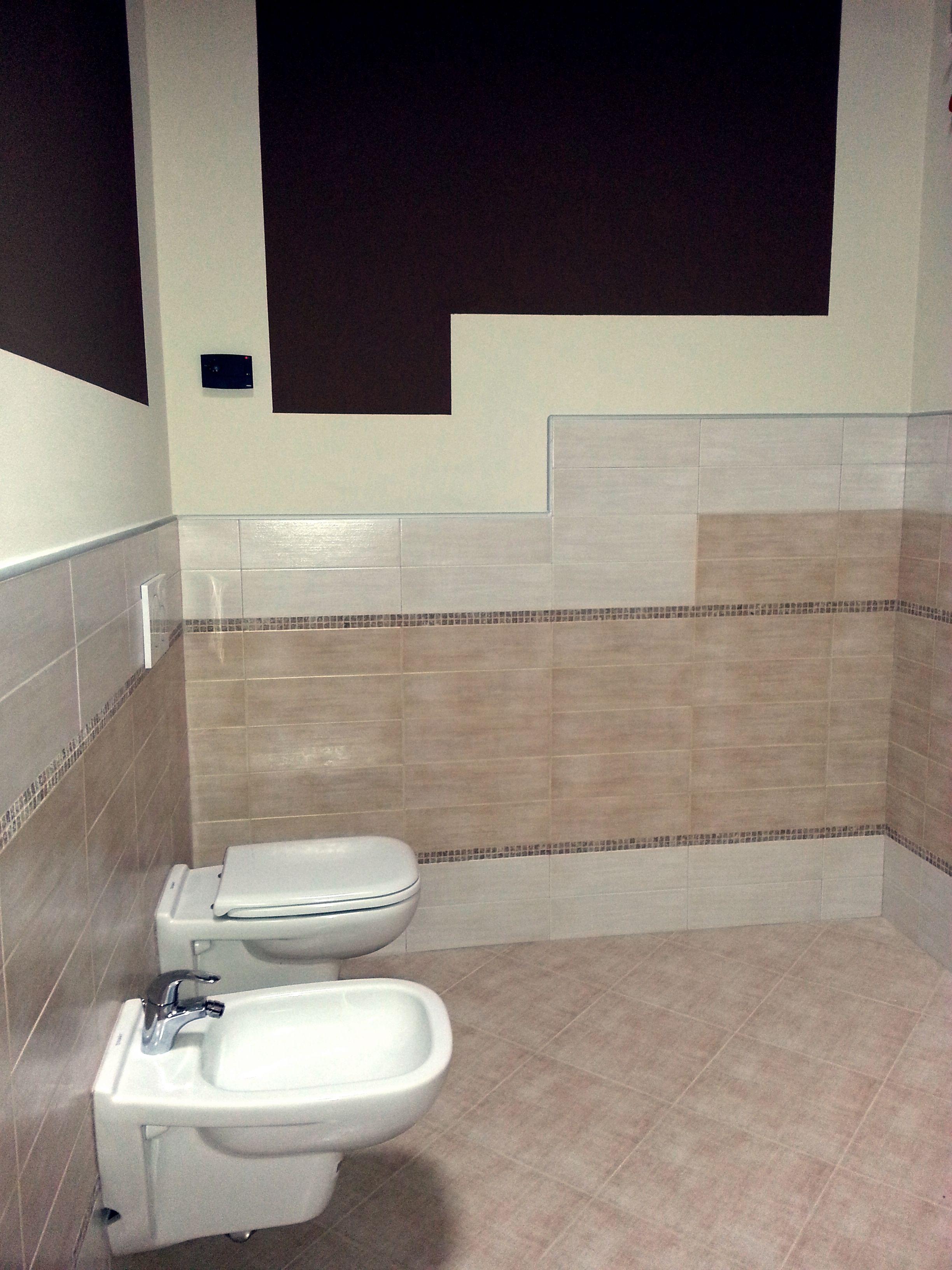 Rivestimento bagno con lingotti e mosaico in marmo - Rivestimento mosaico bagno ...