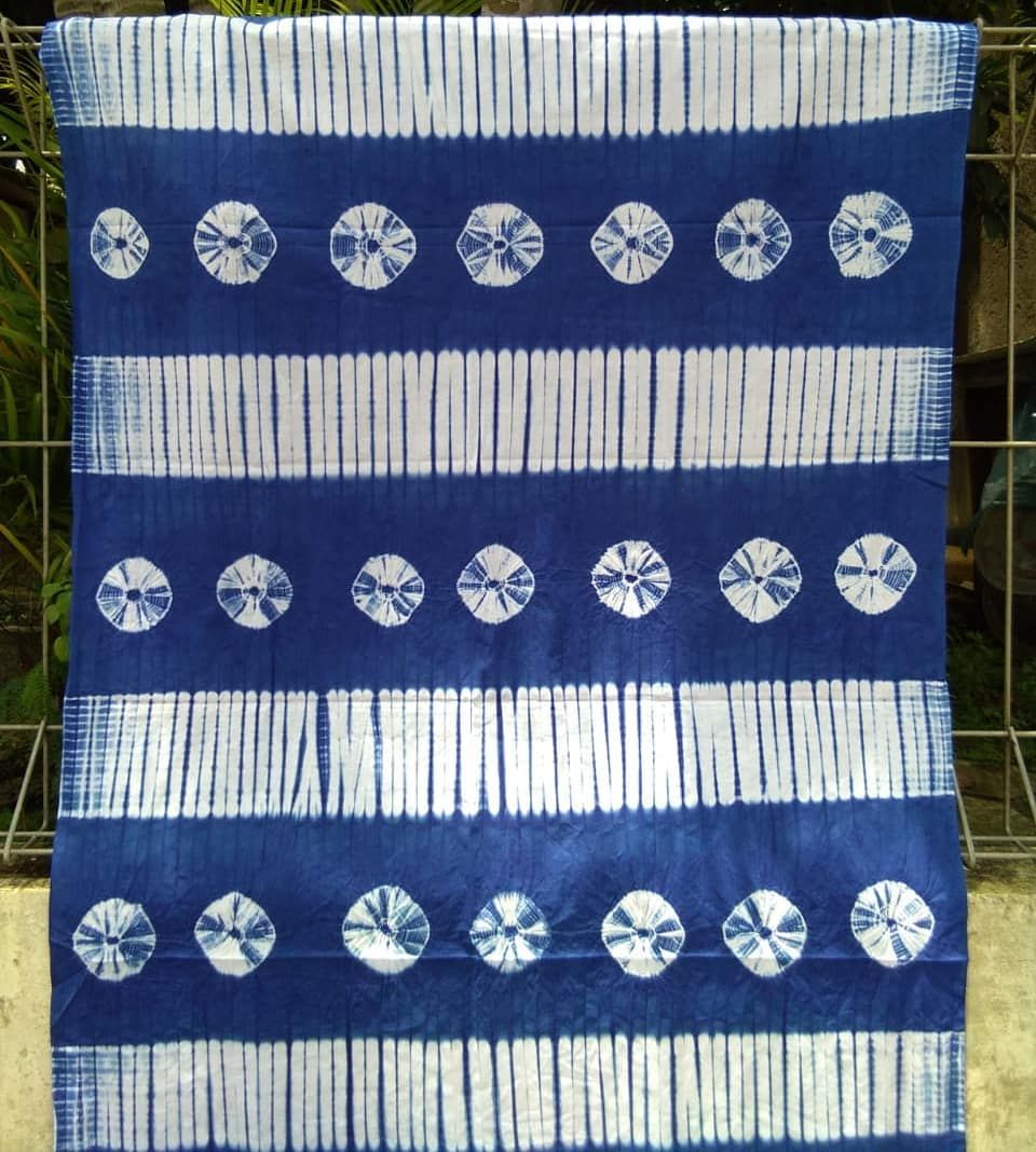 Kami Sedia Kain Shibori Handmade Diproses Secara Tradisional Dengan Teknik Ikat Celup Banyak Pilihan Motif Dan Warna Info Wa Tie Dye Techniques Tie Dye Ikat