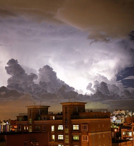 11 Surprising Effects of Being Struck by Lightning - SKYE on AOL
