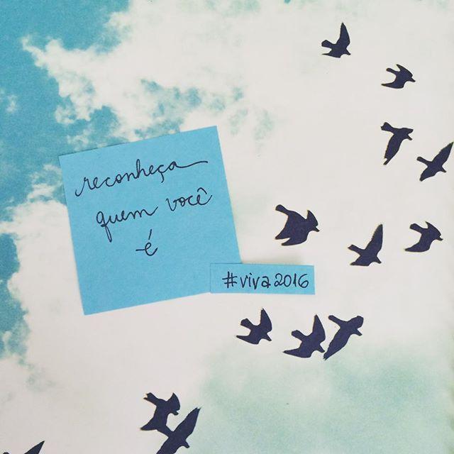 Mais um da série de posts para abrir caminho para um novo ano dentro da gente ❤️ Acompanhe, marque os amigos e aproveite!  Para esse novo ano, que tal você reconhecer quem você é e usar mais dos seus potenciais? A gente às vezes se centra muito nas nossas fraquezas e esquece de fortalecer o que já temos de bom.  Faltam 9 dias... Vem novidade linda por aqui! #projetoviva2016 #viva2016 #vidaplena #vidacriativa #anonovomesmo #bemvindo2016 #lifecoaching #coachingdevida #coaching #handwriting…