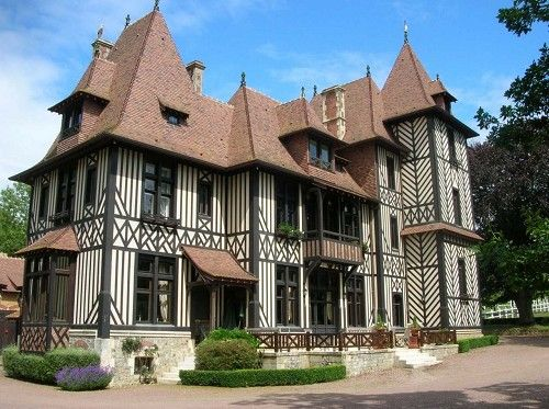 Maison anglo normande chateauxs pinterest for Decoration maison normande traditionnelle