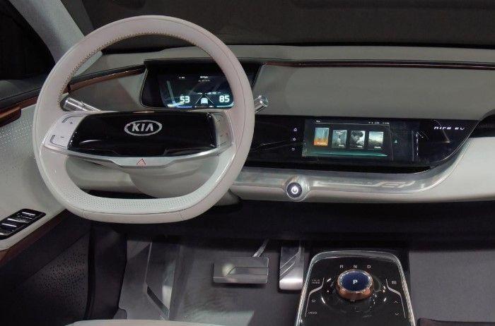 Kia Los Angeles >> In The Los Angeles Auto Show Kia Provides Some Very Long