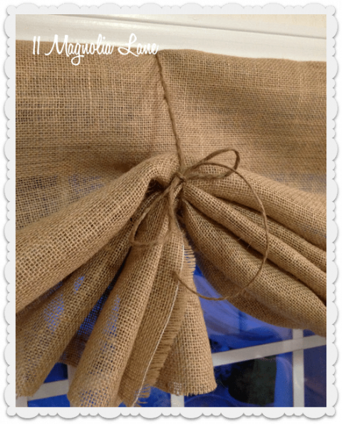 Tutorial: How to Make a No-Sew DIY Burlap Window Valance #burlapwindowtreatments