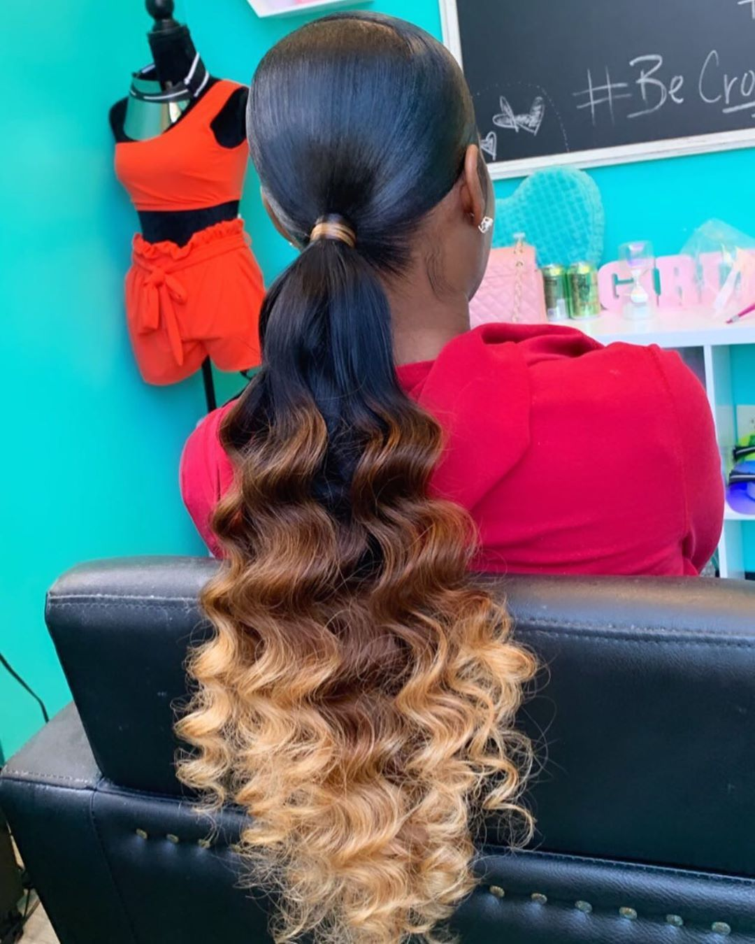 """Crowned Studios on Instagram: """"Hairstyle : Low Ponytail + Wand Curls  To Book , Use The Book Button •No DMs , Text Only •Deposit Required For All Appts  #atlhairstylist…"""""""