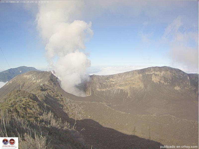 Turrialba mantiene pluma de gases y vapor, sin ceniza