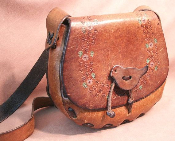 SWeet BoHeMiaN Shoulder Bag, Vintage 60's or 70's, SMALL, Leather with Bird Closure