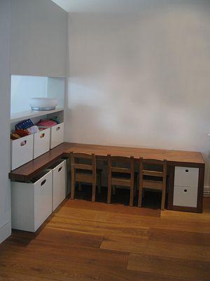 Speelhoek | Kindertafel woonkamer | Pinterest - Speelhoek, Opbergen ...