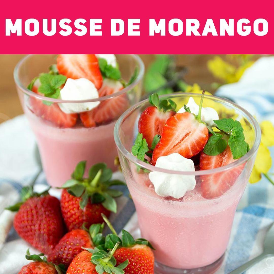 Mousse de Morango feito com gelatina e no liquidificador .