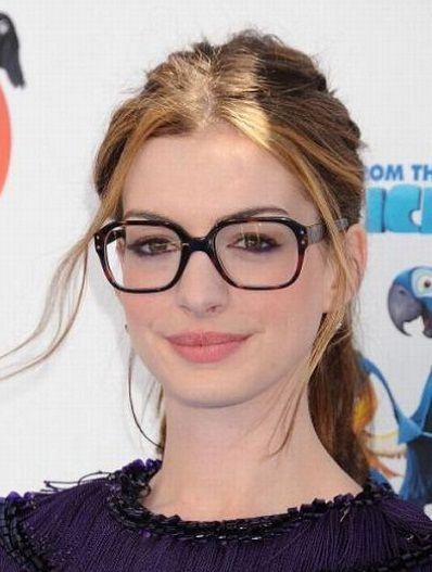 Anne-Hathaway-tortoise-sunglasses
