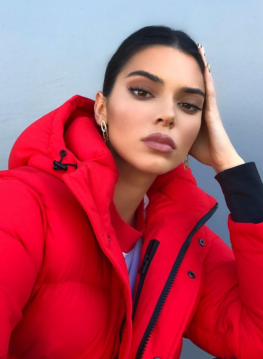 Kendall Jenner In The Super Puff By Tna Thesuperpuff Tna Kendall Kendalljenner Pufferjacket Puffyj Kendall Jenner Makeup Jenner Outfits Kendall And Kylie [ 1147 x 840 Pixel ]